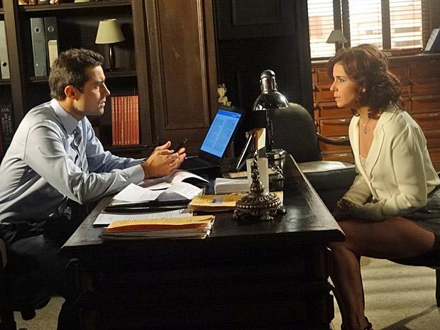 Claudia conversa com Vicente  (Foto: Aquele Beijo/TV Globo)