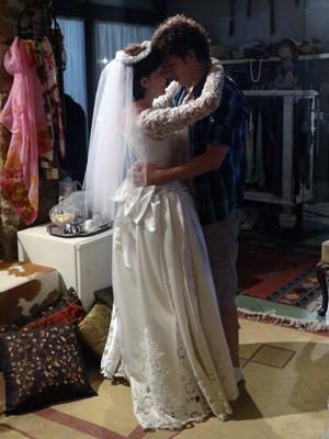 Gabriel entra na brincadeira e se casa com Alexia (Foto: Malhação / TV Globo)