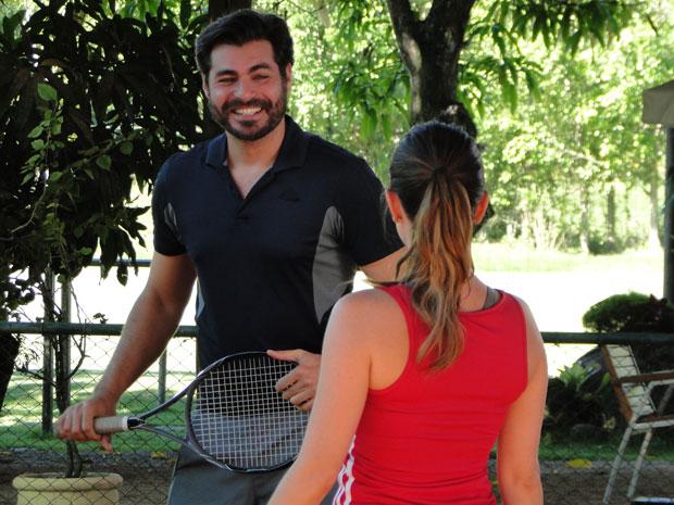 Lúcio se diverte e admite estar morto após a primeira aula (Foto: A Vida da Gente - TV Globo)