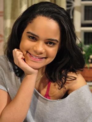 Carol acha que Fabiana será eliminada (Foto: Fina Estampa/TV Globo)