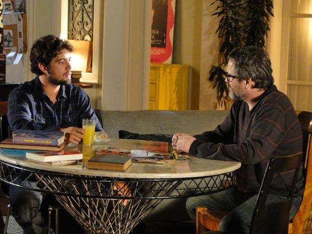 Lourenço lembra que Júlia está entre Rodrigo, Manu e Ana (Foto: A Vida da Gente/TV Globo)