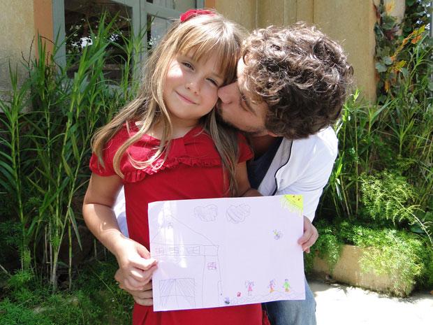 Jesuela fez um desenho especial para Rafael (Foto: A Vida da Gente - TV Globo)