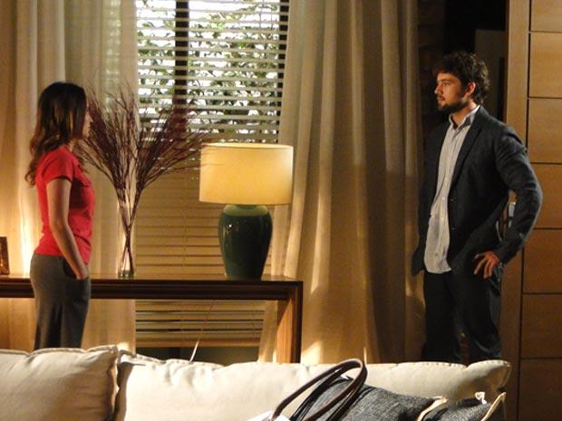 Rodrigo diz que Ana não deve satisfações a ele (Foto: A Vida da Gente/TV Globo)