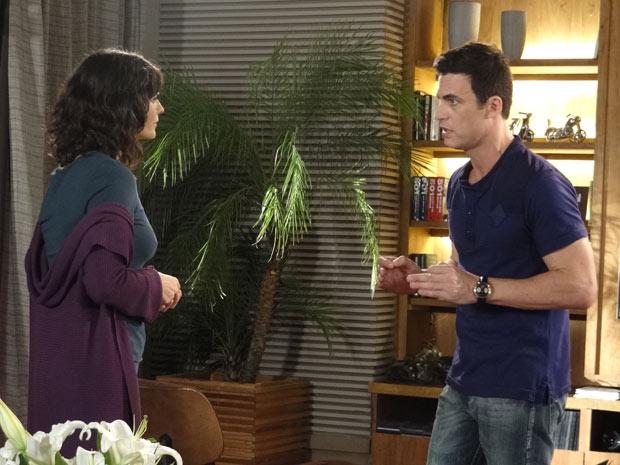 Decidido, Juan avisa a Chiara que vai levá-la ao médico