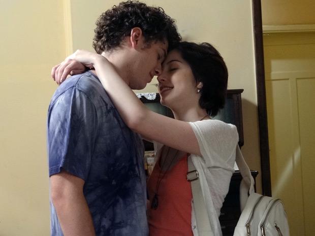 Gabriel e Alexia passam a noite juntos (Foto: Malhação / TV Globo)
