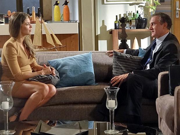 Lucena e Henrique conversam (Foto: Aquele Beijo/TV Globo)