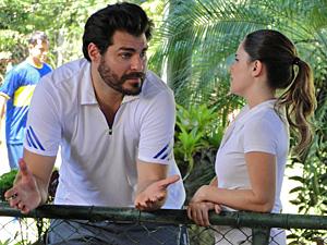 Lúcio desabafa com Ana e afirma que quer uma família (Foto: A Vida da Gente/ TV Globo)