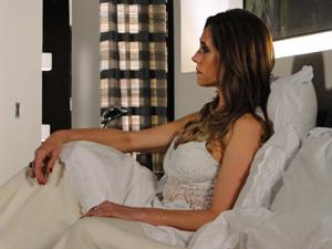 A socialite reconhece o gesto do ex-marido (Foto: Fina Estampa/TV Globo)