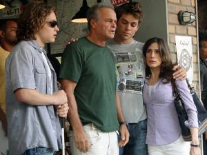 Helena, Betão e Filipe vão ao encontro de Nelson (Foto: Malhação / TV Globo)