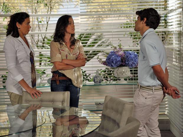 Patrícia provoca Antenor ao dizer que é neta de uma empregada (Foto: Fina Estampa/TV Globo)