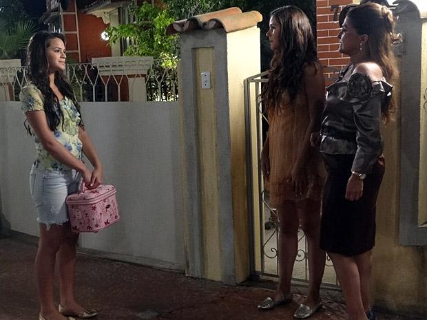 Belezinha encontra com Íntima e Graciosa (Foto: Aquele Beijo/TV Globo)