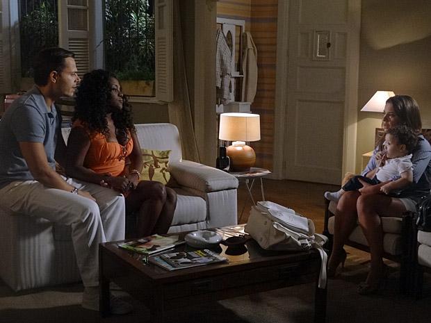 Camila pede para Ricardo cuidar de Flavinho (Foto: Aquele Beijo/TV Globo)