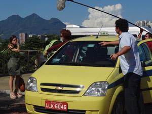 Monique Alfradique e Julia Lemmertz gravam a novela na Barra da Tijuca (Foto: Fina Estampa / TV Globo)