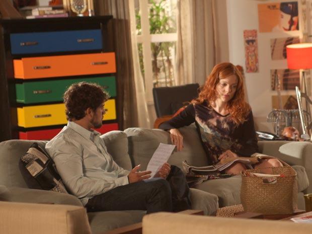 Rodrigo insiste para Nanda assumir Francisco (Foto: A Vida da Gente / TV Globo)