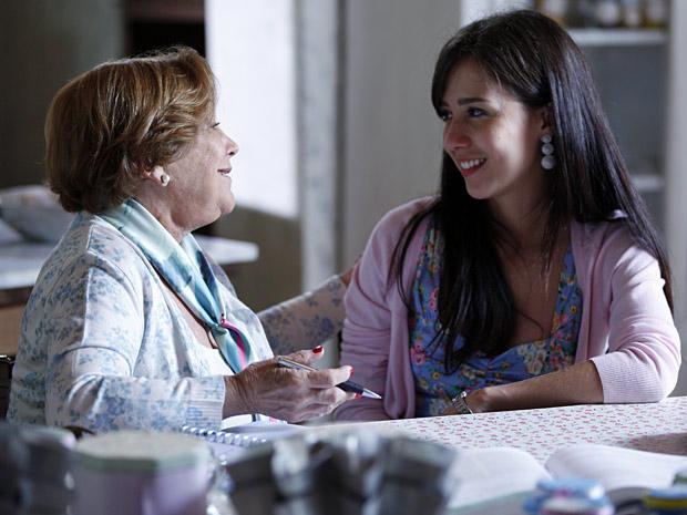 Iná conselha Manu e pede que ela se permita ser feliz (Foto: A Vida da Gente/ TV Globo)