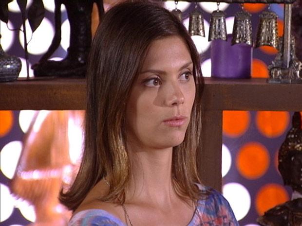 Luana leva fora de Álvaro (Foto: Fina Estampa / TV Globo)
