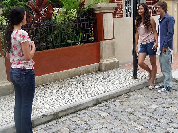Belezinha encontra Orlandinho e Graciosa (Foto: Aquele Beijo/TV Globo)