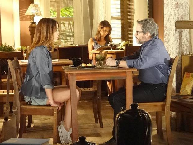Lorena quer ajudar Lourenço a ficar com Tiago (Foto: A Vida da Gente / TV Globo)