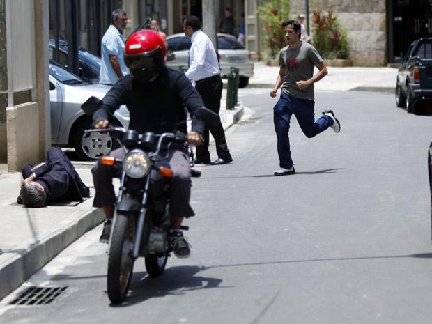 Moisés atropela Vinícius (Foto: Malhação / TV Globo)