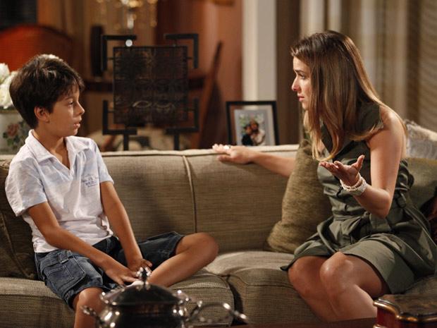 Beatriz conta a verdade para Pedro Jorge (Foto: Fina Estampa/TV Globo)