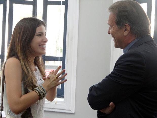 Cristal aceita a proposta do reitor e assume a rádio (Foto: Malhação / TV Globo)