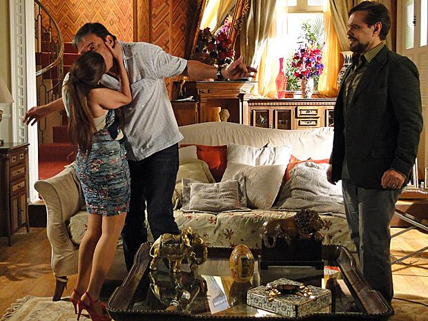 Damiana beija Valério (Foto: Aquele Beijo/TV Globo)
