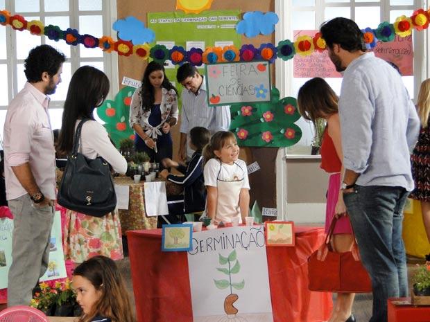 Júlia consegue unir Ana, Manu, Gabriel e Lúcio (Foto: A Vida da Gente / TV Globo)