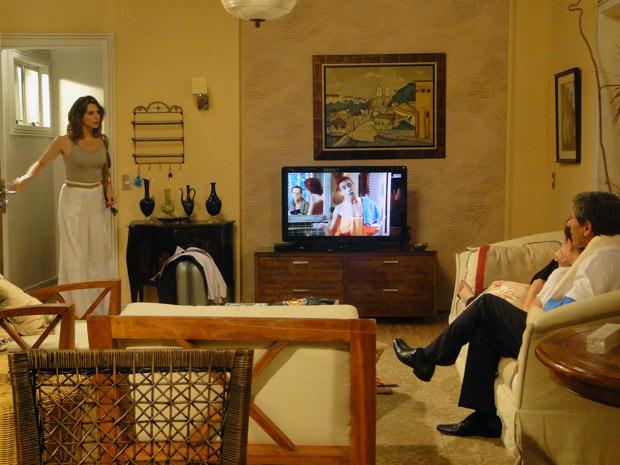 Laura explode ao ver Vinícius em sua casa (Foto: Malhação / TV Globo)