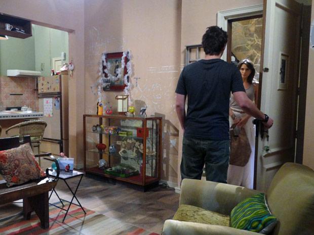 Laura vai atrás de Guido e diz que já podem ficar juntos (Foto: Malhação / TV Globo)