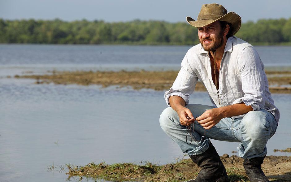 O visual rústico de cowboy foi incorporado pelo ator para o personagem
