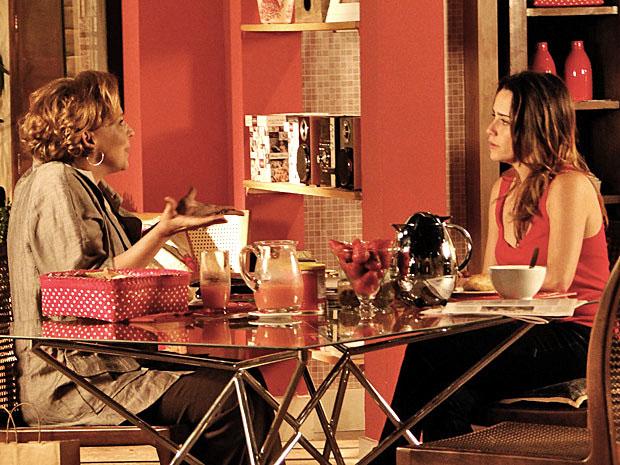 Eva conversa com Ana (Foto: A Vida da Gente/TV Globo)