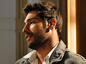 Rubinho convida Grace para o cinema (Foto: Aquele Beijo/TV Globo)