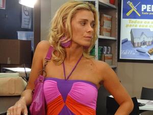 Teodora vai ficar do lado de Griselda e comprar briga com Ferdinand (Foto: Fina Estampa/TV Globo)