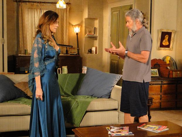 A perua vai até a casa de Pereirinha, que também a rejeita (Foto: Fina Estampa / TV Globo)