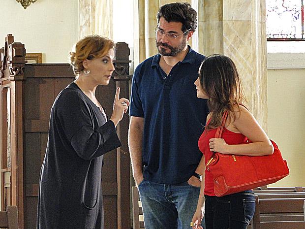 Eva fica frustada com a escolha da igreja e acaba discutindo com Ana (Foto: A Vida da Gente/ TV Globo)