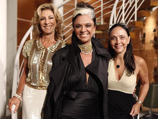 Bethy Lagardère entre a atriz Marília Pêra e a diretora geral Cininha de Paula (Foto: Aquele Beijo/TV Globo)