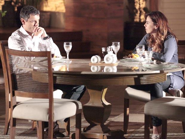 Cícero discute com Suzana por causa de Renato (Foto: A Vida da Gente / TV Globo)