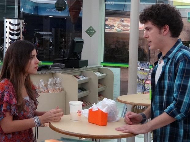 Cristal e Gabriel na lanchonete (Foto: Malhação / TV Globo)