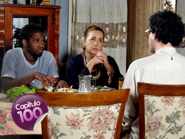 Herondí tenta fazer intriga entre Iara e Joselito (Foto: Aquele Beijo / TV Globo)