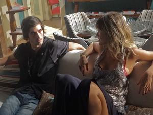 Agenor se assusta com proposta de Brigitte (Foto: Aquele Beijo/TV Globo)