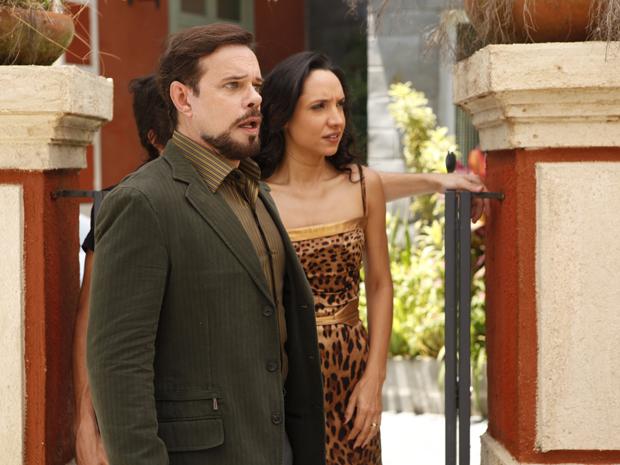 Felizardo cai na armadilha de Damiana e acredita que Locanda tem um amante (Foto: Aquele beijo/TV Globo)