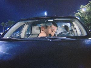 Grace Kelly e Rubinho se beijam depois de encontro (Foto: Aquele Beijo/TV Globo)