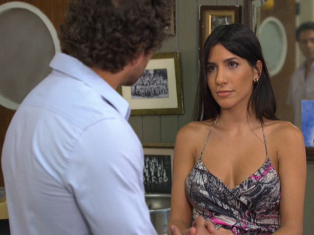 Guaracy resolve dar uma chance para Jackelaine no Tupinambar (Foto: Fina Estampa/TV Globo)