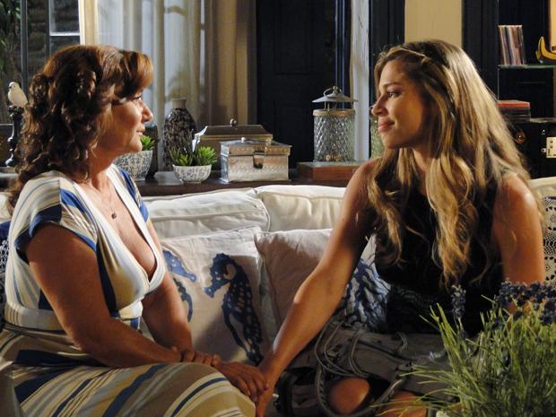 Lucena pede desculpas a Amália e assume seus erros (Foto: Aquele Beijo/TV Globo)