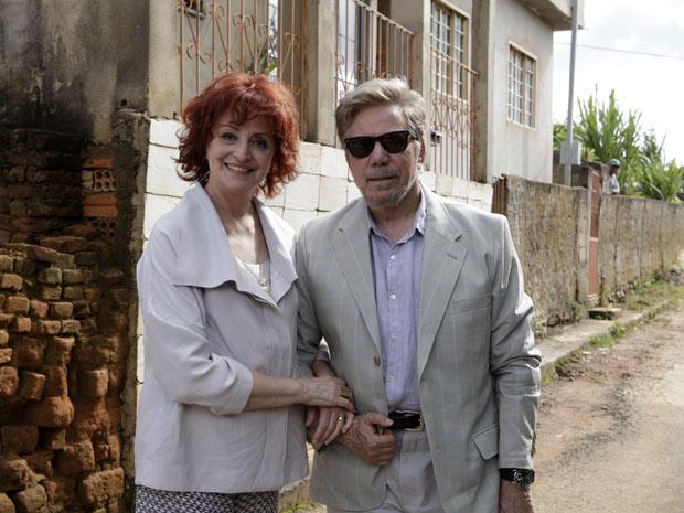Ana Lucia Torre e Reginaldo Faria são o casal Verbena e Augusto (Foto: Amor Eterno Amor/TV Globo)