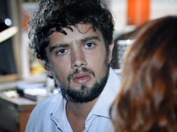 Rodrigo fica assustado ao ouvir Nanda contar as declarações que Ana fez a Manu (Foto: A Vida da Gente / TV Globo)
