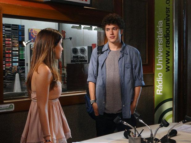 Gabriel diz para Cristal que o bebê não vai separá-lo de Alexia (Foto: Malhação / TV Globo)