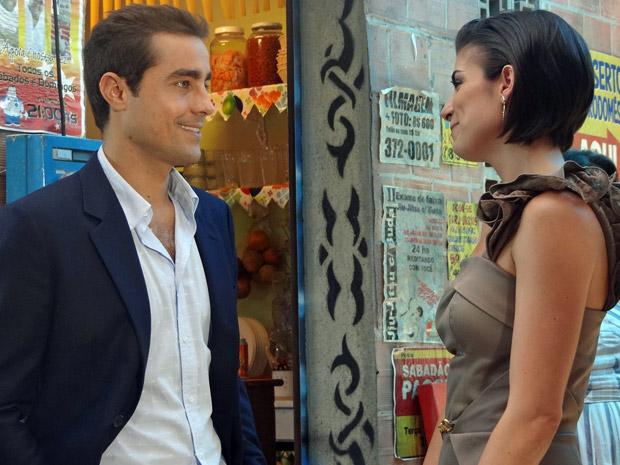 Juliana e Vicente conversam (Foto: Aquele Beijo/TV Globo)