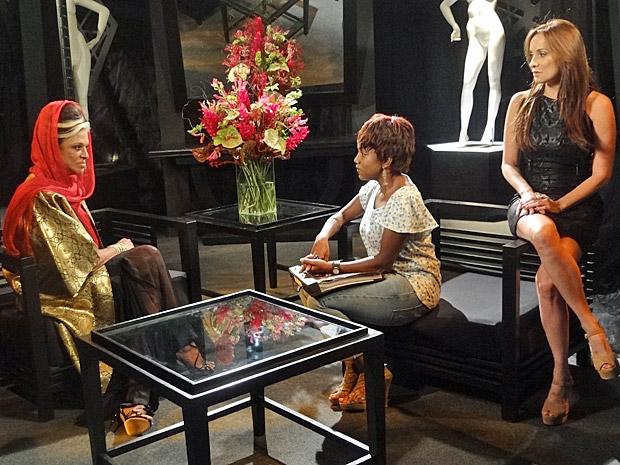 Ashuarya gosta das explicações de Marisol (Foto: Aquele Beijo/TV Globo)