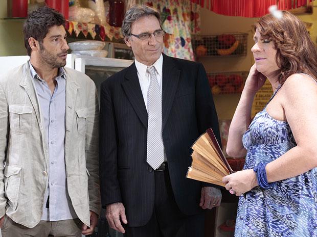 Rubinho conhece Ana Girafa e depois descobre que ela é seu irmão (Foto: Aquele Beijo/TV Globo)